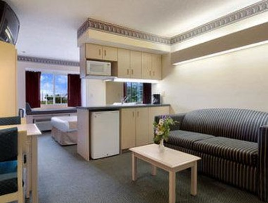 Stay Express Inn & Suites Union City Near Atlanta Airport : Suite