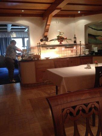 Hotel Kertess: Breakfast