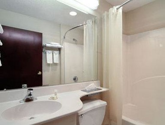 Stay Express Inn & Suites Union City Near Atlanta Airport : Bathroom