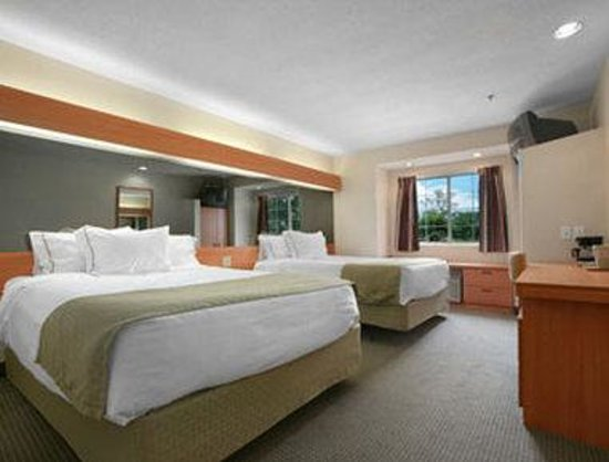 Microtel Inn & Suites by Wyndham Uncasville : Standard Two Double Bed Room