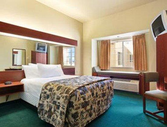 Wellton, AZ : Standard Queen Bedroom