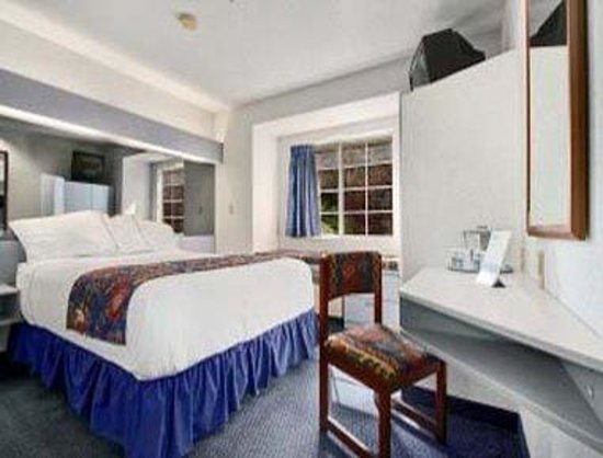 Microtel Inn & Suites by Wyndham Hagerstown: Queen Room