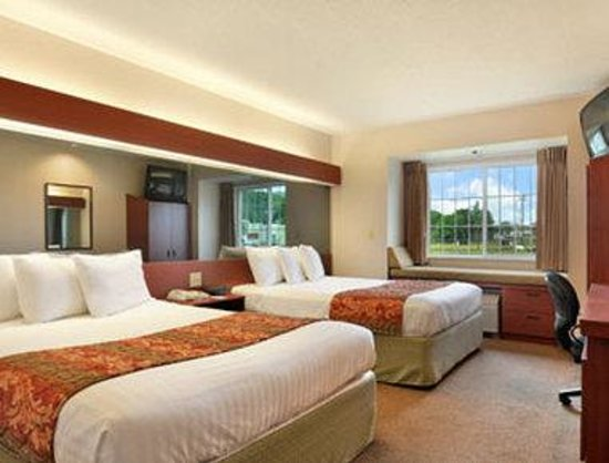 Microtel Inn & Suites by Wyndham Wellsville: Standard Two Queen Bed Room
