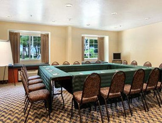 Microtel Inn & Suites by Wyndham Ocala: Meeting Room