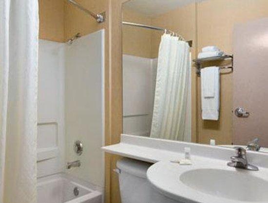 Motel 6 El Paso - Southeast: Bathroom