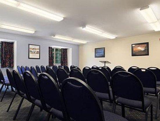 ميكروتل إن آند سويتس باي ويندهام كونواي: Meeting Room