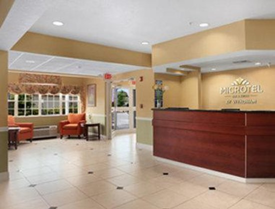 Microtel Inn & Suites by Wyndham Panama City: Lobby
