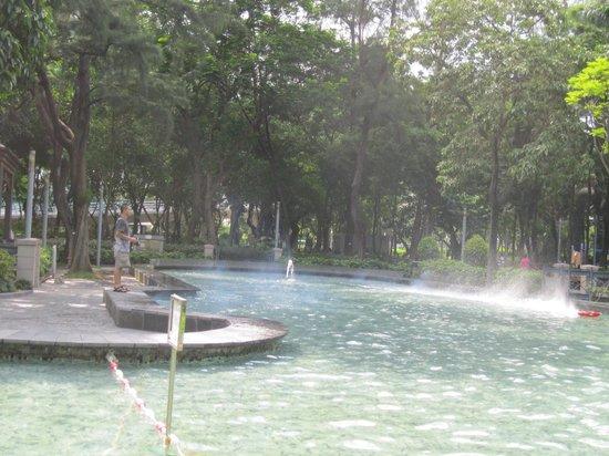 Hong Kong Park: ボート池。何とか写したけど、見えるかな。