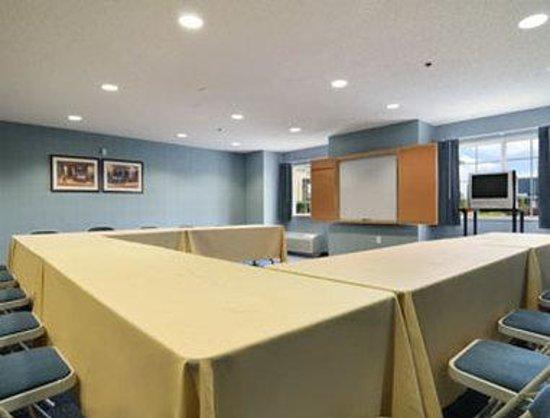 Microtel Inn & Suites by Wyndham Gardendale : Meeting Room