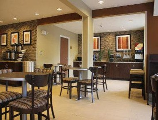 Microtel Inn & Suites by Wyndham North Canton: Breakfast Area
