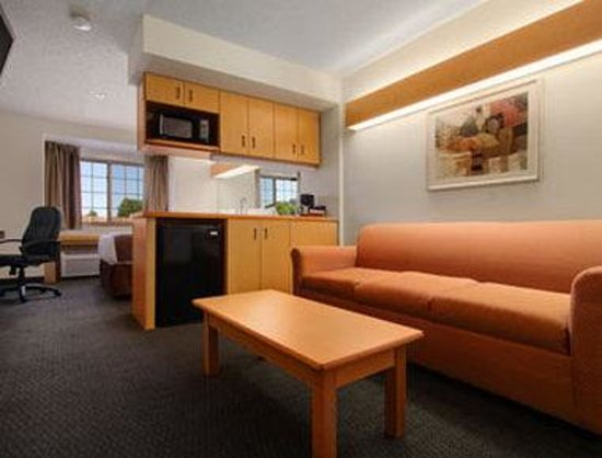 Microtel Inn & Suites by Wyndham Culpeper: Suite
