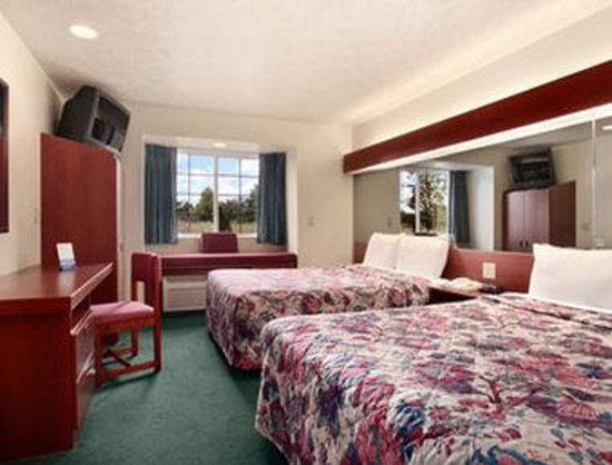 Microtel Inn & Suites by Wyndham Holland : Standard Two Queen Bed Room