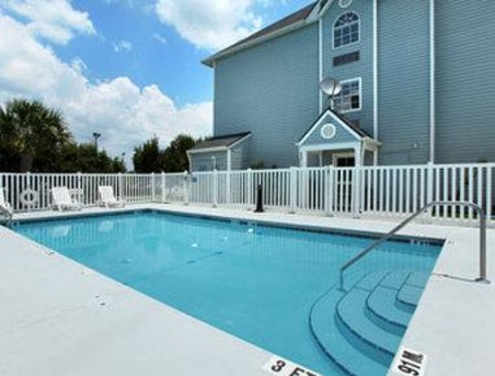 Microtel Inn & Suites by Wyndham Zephyrhills: Pool