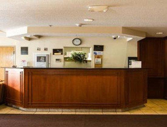 Knights Inn & Suites Allentown : Front Desk