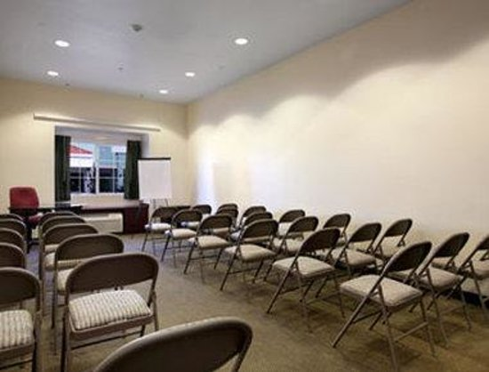 Microtel Inn & Suites by Wyndham Tracy: Meeting Room