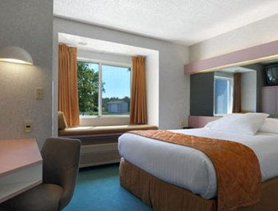 CenterWay Hotel: Standard Queen Bed Room