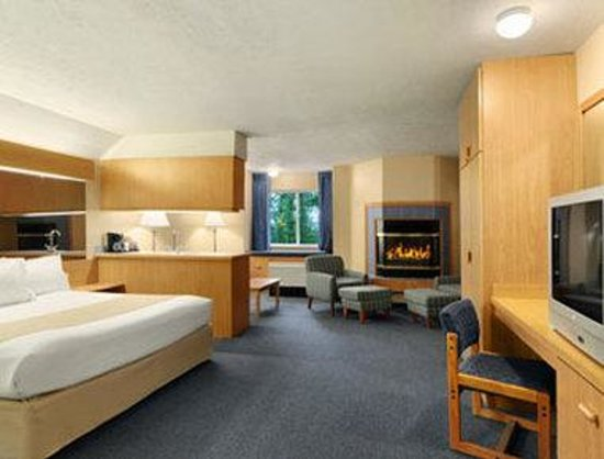 Microtel Inn & Suites by Wyndham Anchorage Airport: Jacuzzi Suite