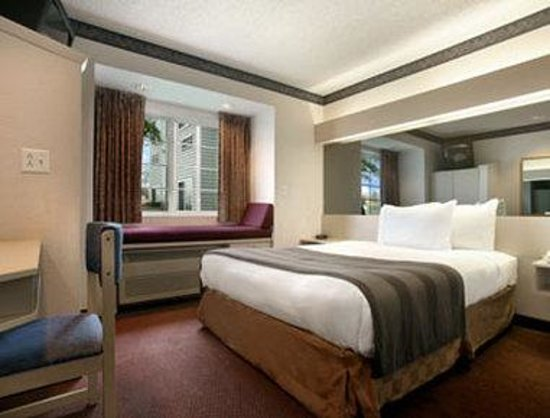 Microtel Inn & Suites by Wyndham Joplin: Standard Queen Room