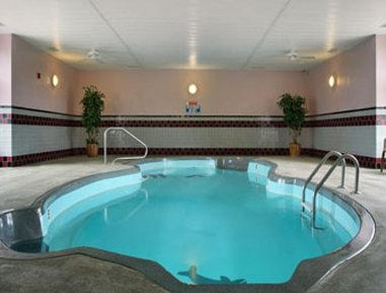 Microtel Inn & Suites by Wyndham Joplin: Our pool is now closed for the season and will reopen in April 2014. We apologize for the inconv