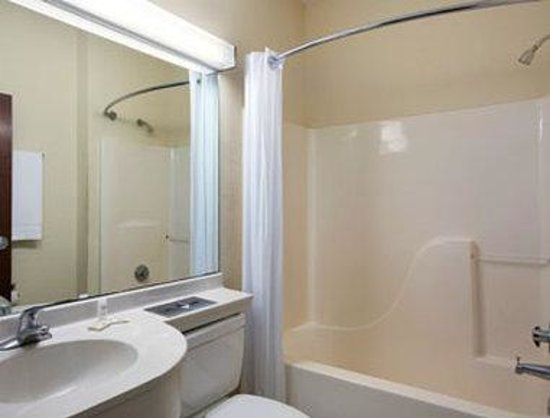 Microtel Inn & Suites by Wyndham Baton Rouge I-10: Bathroom