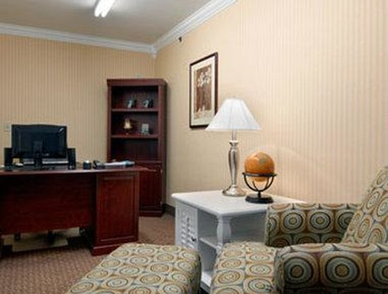 Microtel Inn & Suites by Wyndham Erie : Business Center