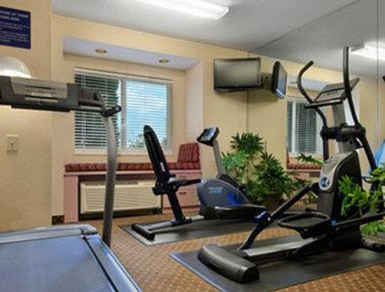 Microtel Inn & Suites by Wyndham Erie : Fitness Center