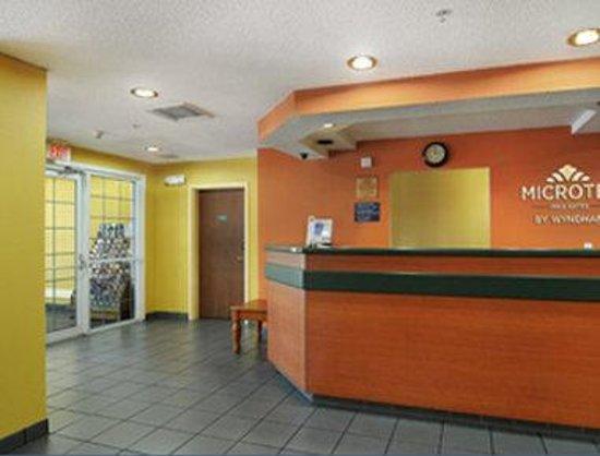Microtel Inn & Suites by Wyndham Tallahassee: Lobby