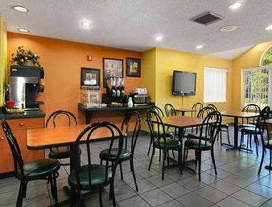 Microtel Inn & Suites by Wyndham Tallahassee: Breakfast Area
