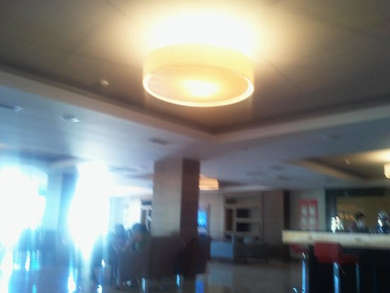 Ramada Resort Akbuk: lobyy kağıttan yapılmış avize