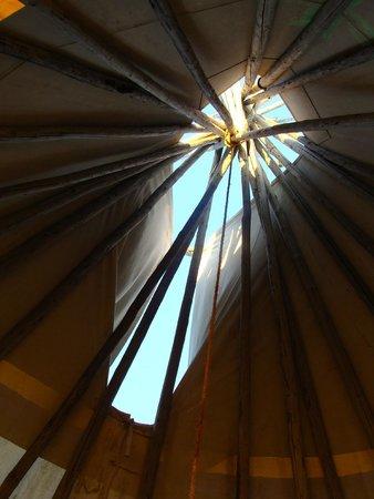 Dupuyer, มอนแทนา: Inside the teepee