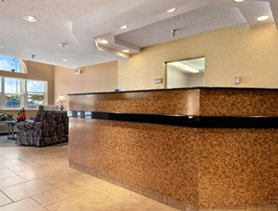 Microtel Inn & Suites by Wyndham Rochester : Lobby