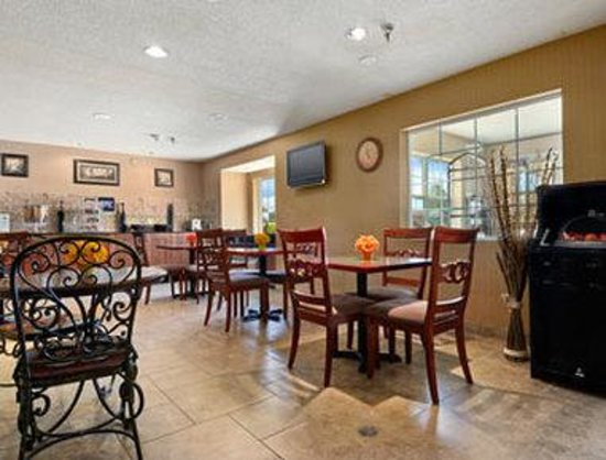 Microtel Inn & Suites by Wyndham Rochester : Breakfast Area