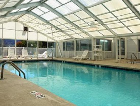 Microtel Inn & Suites by Wyndham Maggie Valley: Pool