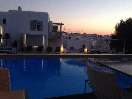 Semeli Hotel : Hotel pool at night