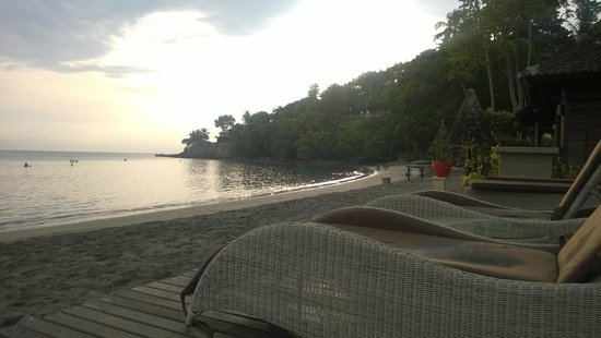 Sheraton Senggigi Beach Resort: love the lazy chair and that perfect peach