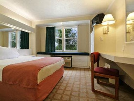 Microtel Inn & Suites by Wyndham Wilson: Standard Queen Bed Room