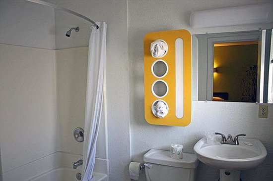 Motel 6 San Rafael: Bathroom