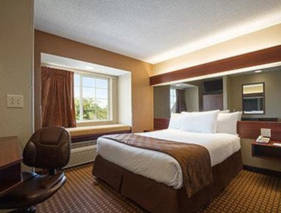 Microtel Inn & Suites by Wyndham Duncan/Spartanburg: Queen Room