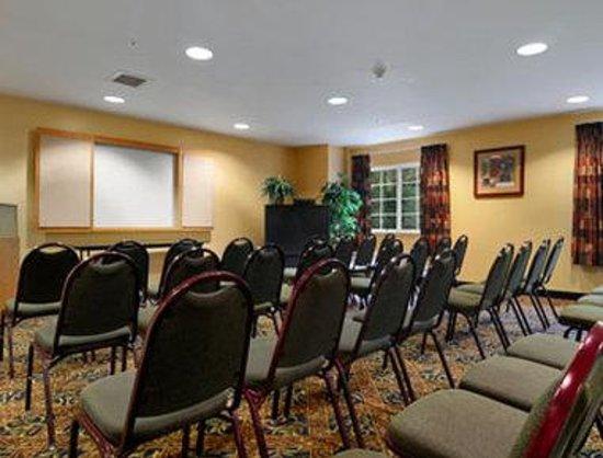 Microtel Inn & Suites by Wyndham Atlanta/Buckhead Area: Meeting Room