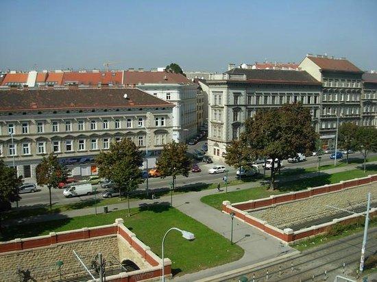 Hotel ibis Wien Mariahilf: Вид из номера