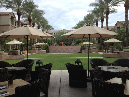 Gainey Suites Hotel: Breakfast patio