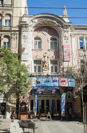Budapest Operetta Theatre: Фасад театра, внутри он намного больше.