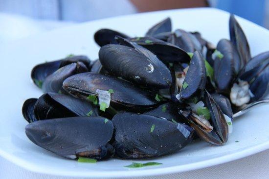 Ouzeri Ton Naftikon: Mussels