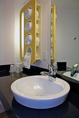 Motel 6 Washington DC - Capital Heights: Bathroom sink