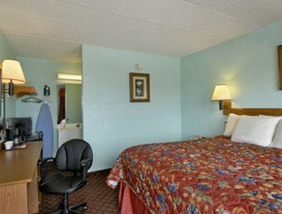 Days Inn & Suites Springfield on I-44: Standard One King Bed Room
