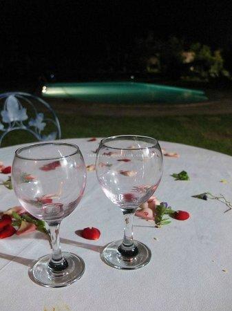 Terra Mia Marrakech: Les pétales de fleurs, un détail agréable propre à chaque repas.