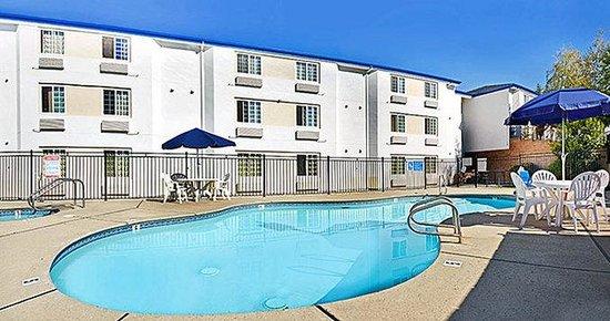 Motel 6 Auburn: Pool