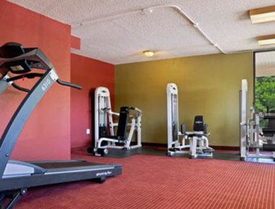 Super 8 Strongsville: Fitness Center