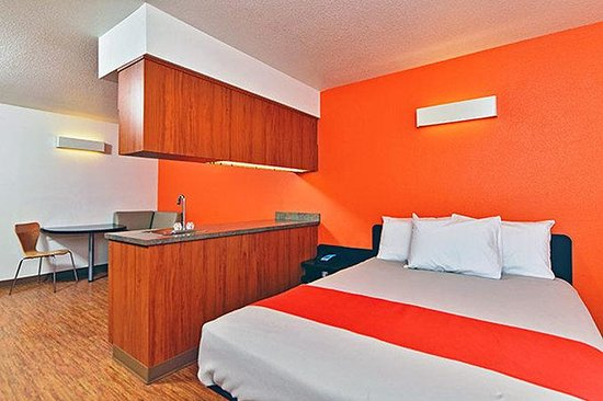 Motel 6 Meridian : Kitchenette