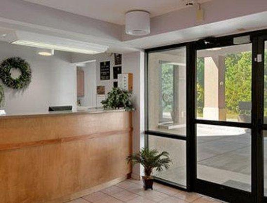 Super 8 Diberville Biloxi Area: Lobby